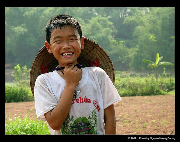Niño vietnamita sonriendo
