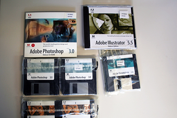 Disquets y CD-ROM de Adobe Photoshop 3.0 y Adobe Illustrator 5.5