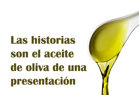 Cuchara vertiendo aceite de oliva.