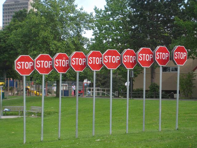 Múltiples señales de STOP
