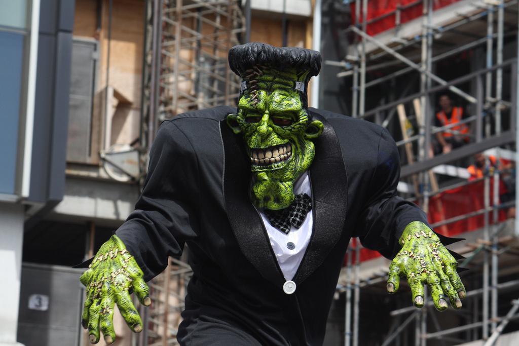Frankenstein andando